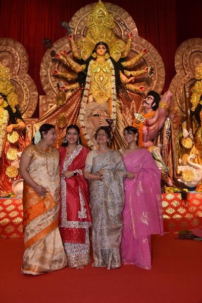 Mumbai: Actresses Kajol and Tanishaa Mukerji with thier